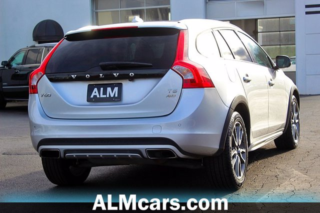 Pre-Owned 2017 Volvo V60 Cross Country T5 Premier